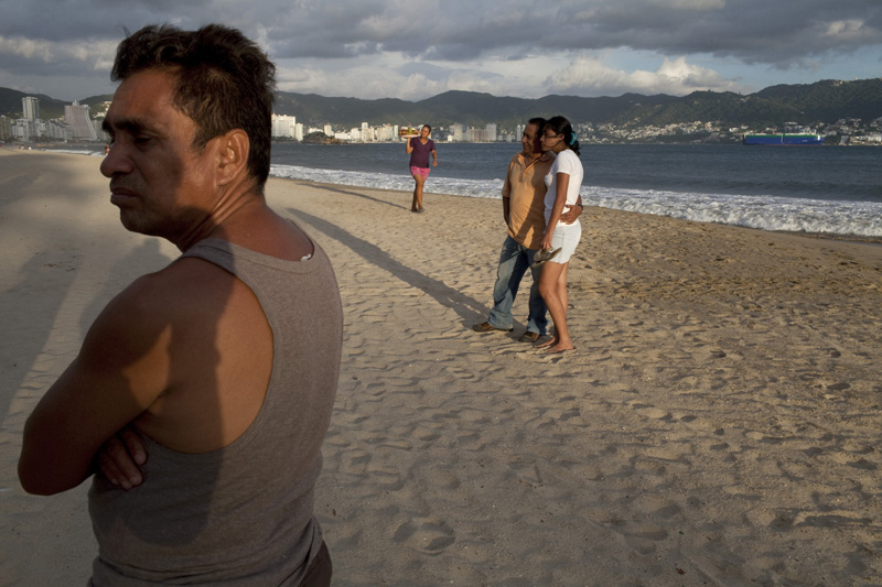 Acapulco beaches look empty of tourists during high season due to escalating violence among drug cartels