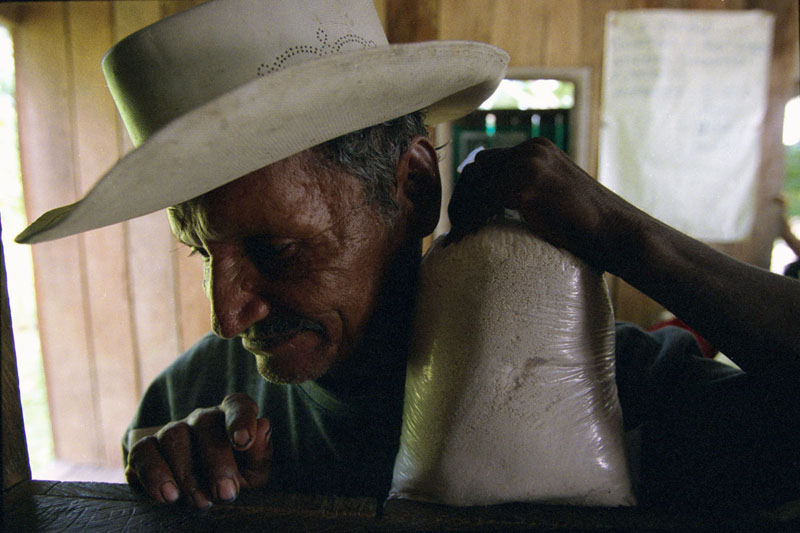 Peñas Coloradas, Colombia, 2001
