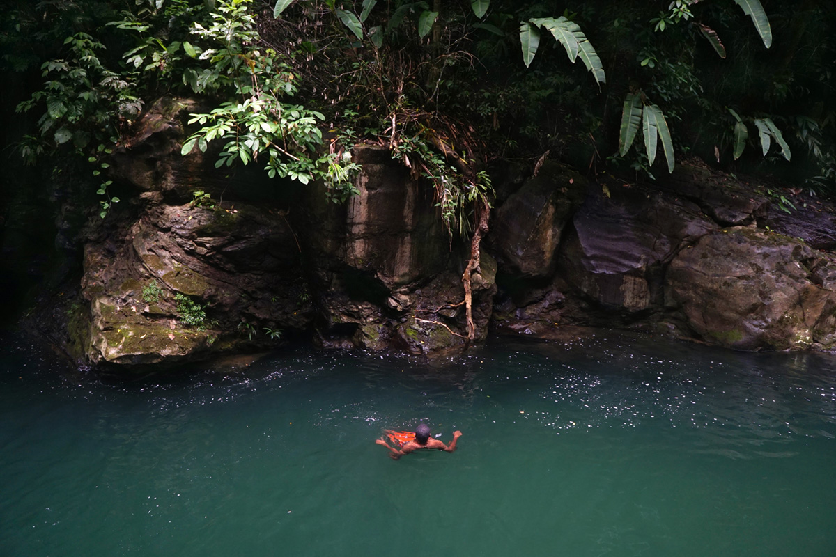 An immigrant from Haiti taking advantage of the landscape, Parraganti river, Panama, 2019.