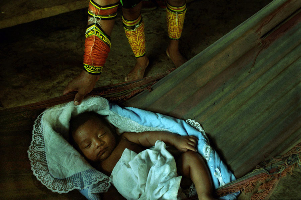 A Tule mother and her young girl, Arquia, Colombia, 2003.